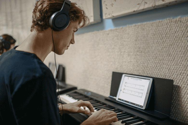 Student using Piano Marvel